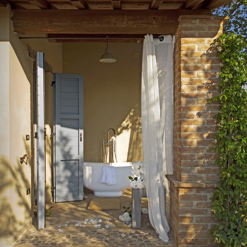 La Segreta Farmhouse Outdoor Bathtub 2012_Eric__van_den_Brulle_4_x5_